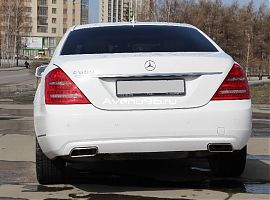 Аренда Мерседес S500W221Long белого цвета в Екатеринбурге
