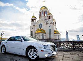 Аренда Крайслер 300С в Екатеринбурге, цвет белый