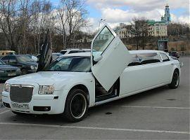 Аренда лимузина Крайслер 300С в Екатеринбурге