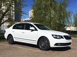 Прокат авто Шкода Суперб белая в Екатеринбурге
